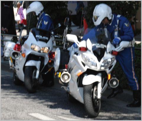 白バイが2台1組で走行していたら注意すべき理由