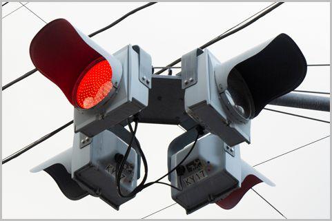 交通違反で狙われる一灯式信号機の赤点滅の意味