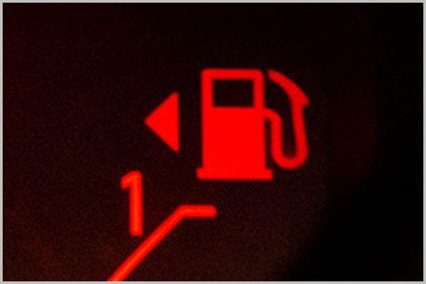 クルマの給油口の左右がわからない時の対処法