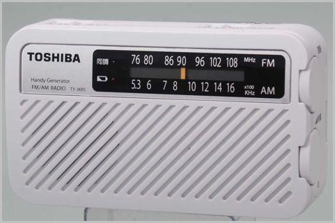 スマホ充電もできるLEDライト付き手回しラジオ
