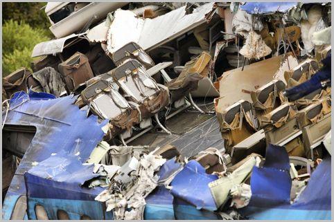 飛行機墜落事故が起きた時に最も安全な座席は?