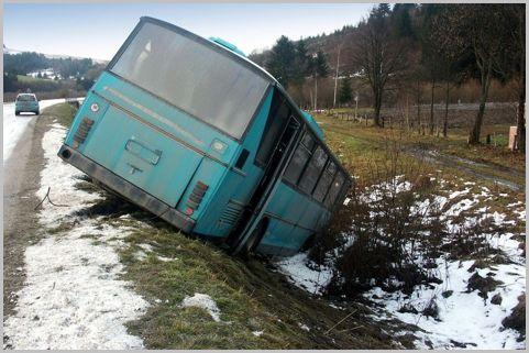 大型バスは「中央通路側」の座席を選ぶべき理由