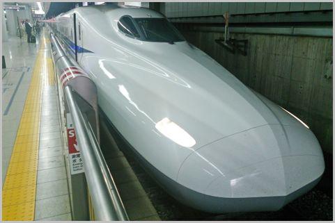 新幹線自由席では偶数号車のB席を狙うべき理由