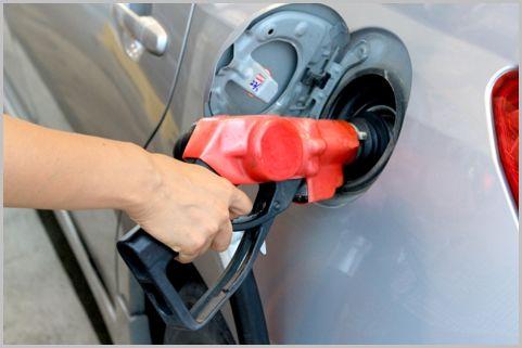 ガソリンを1円でも安く入れるテクニックとは?