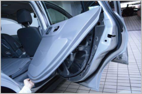 へそくりの隠し場所に車のドアパネル内側を活用