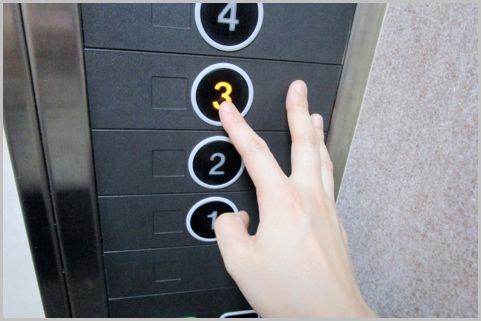 エレベーターのキャンセルは二度押し?長押し?