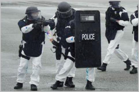 主力銃器「短機関銃」という警察の特殊部隊は?