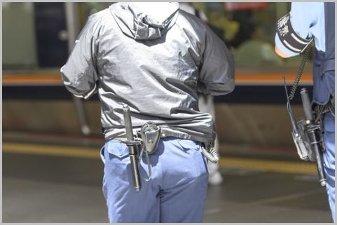 警察が防犯カメラの映像から犯人を追跡する手法