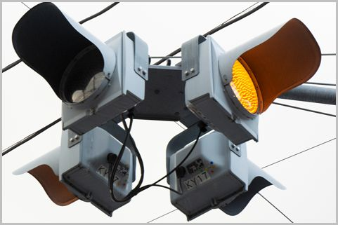 交通違反で狙われる「一灯式信号」のルールは?