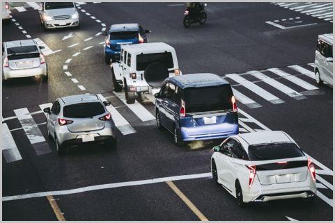 交差点の手前で注意すべき意外な交通違反とは?