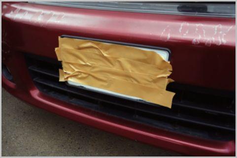 ナンバーが見えない車両の駐車違反はどうなる?