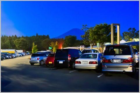 夜のサービスエリアで発生中「ETC割引」渋滞とは