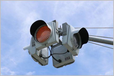 意外な取締り場所「一灯式信号」点滅の意味は?
