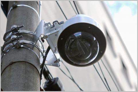 警察が防犯カメラで犯人を足どりを追跡する方法
