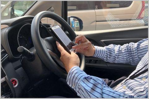 ながらスマホ「携帯電話使用等違反」の範囲は?