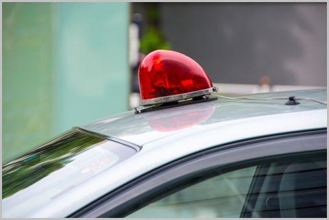覆面パトカーが駐車違反から身を守るテクニック