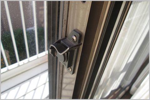 窓のカギは単なる留め具なので防犯性はゼロな件