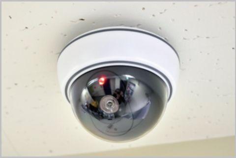 赤色LEDが点滅するダイソーの防犯ダミーカメラ