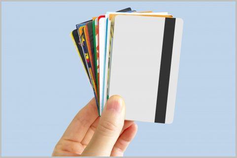 中学生でも作れるデビットカードは存在するか?