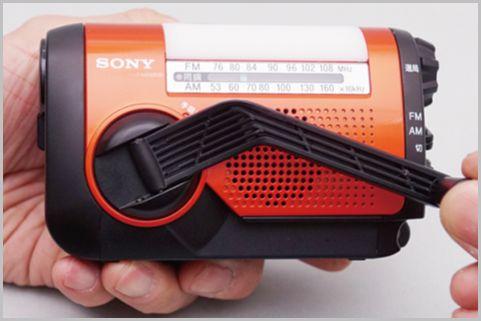 1分回して75分聞けるソニーの手回し充電ラジオ