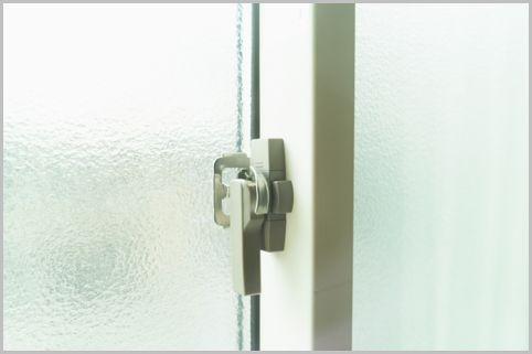 空き巣の侵入手口「ガラス破り」必要な対策は?